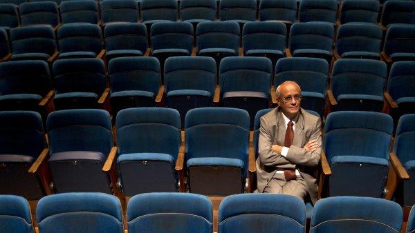 Jan Burian kvůli ND opustil své divadlo J. K. Tyla v Plzni.