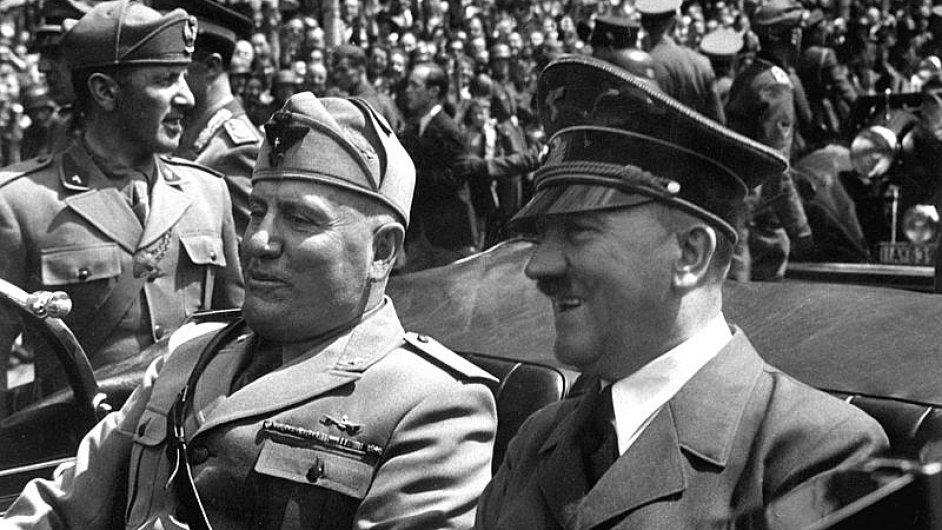 Adolf Hitler (vpravo) a Benito Mussolini (červen 1940)