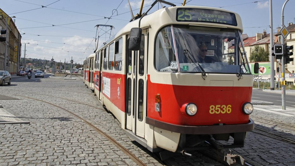 Tramvaj T3 v Praze poblíž stanice Hradčanská