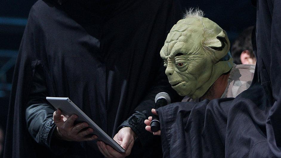 Mistr Yoda na pondělním koncertu proti komunistům