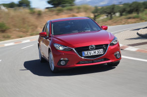 Nová Mazda 3 vypadá sportovně, ale překvapí komfortním laděním podvozku