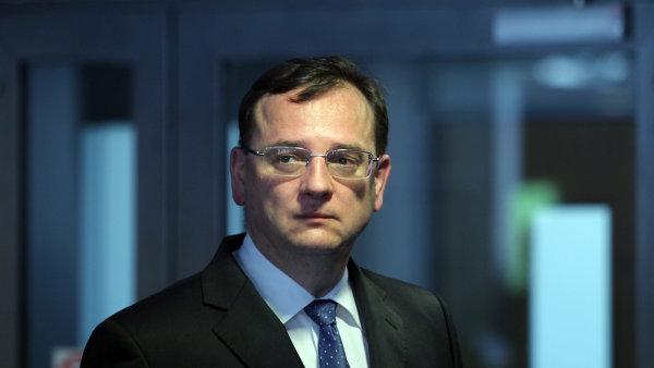 I kdy� Petr Ne�as nem� takovou z�titu u prezidenta jako Jaroslav Tvrd�k, poda�ilo se mu n�kolik obchod� dot�hnout.