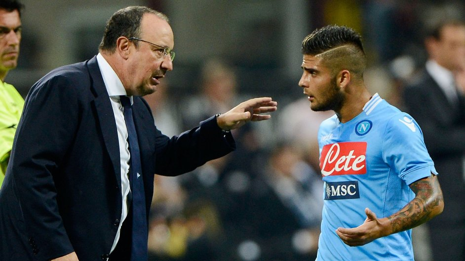 Trenér a domácí hvězda. Rafael Benítez dává pokyny Lorenzu Insignemu.