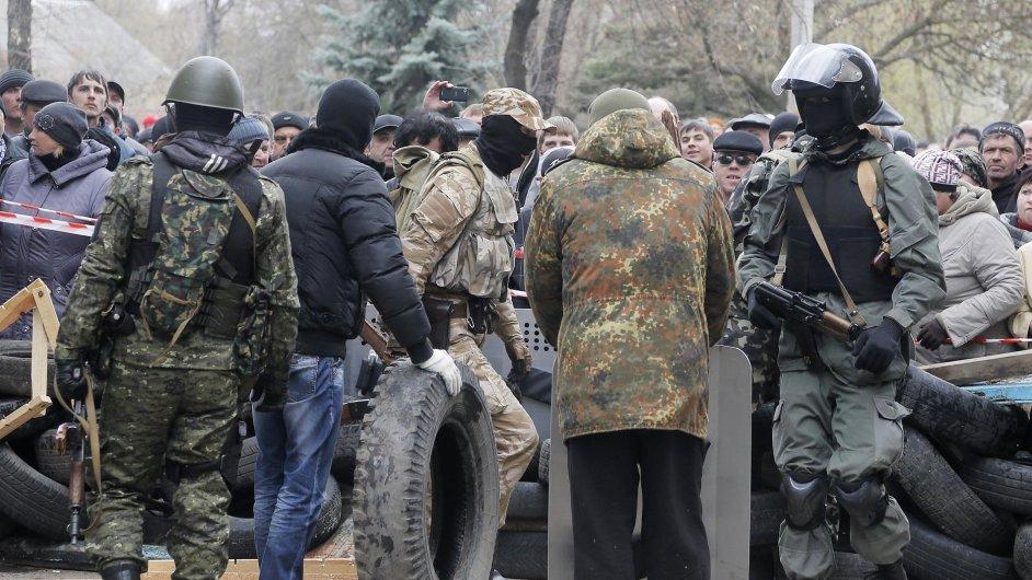 Proruští separatisté ovládají východoukrajinský Slavjansk už týden.