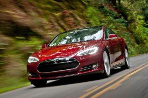 Americká Tesla představila upravený Model S s poloautomatickým řízením