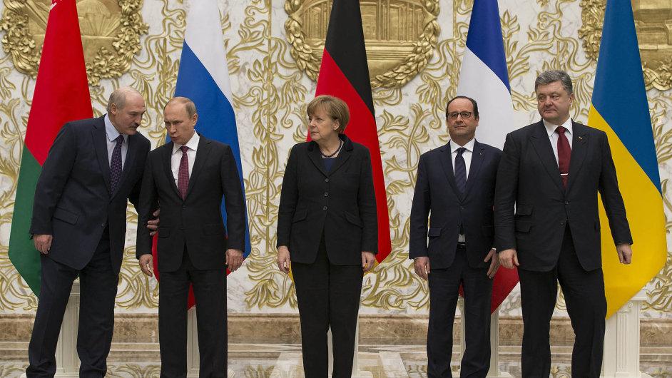 O míru na Ukrajině jednali v Minsku čtyři klíčoví státníci - německá kancléřka Angela Merkelová a prezidenti Ukrajiny, Ruska a Francie Petro Porošenko, Vladimir Putin a François Hollande.