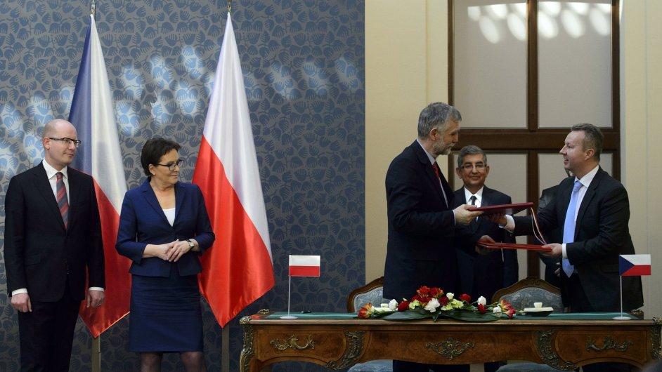 Český ministr životního prostředí Richard Brabec a polský ministr životního prostředí Maciej Grabowski