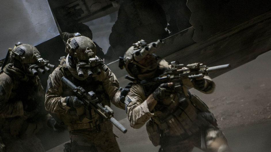 Záběr z filmu 30 minut po půlnoci, ve kterém oscarová režisérka Kathryn Bigelowová zpracovala likvidaci Usámy bin Ládina. Je ale její verze pravá?