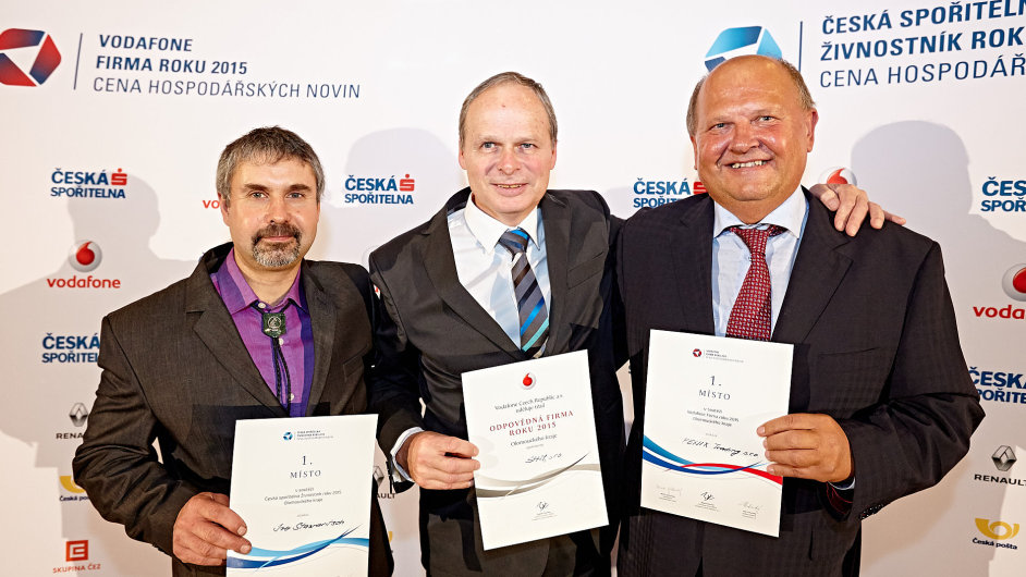 Živnostník roku 2015 Olomouckého kraje Ivo Stawaritsch, zástupce SHM Pavel Holubář a zástupce Fenix Trading Cyril Svozil.