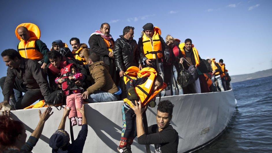 Migrace do Evropy zpomaluje, v listopadu připlulo 140.000 lidí
