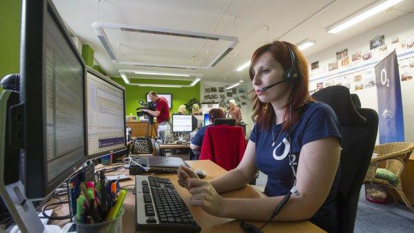 Operátorka O2 linky pro neslyšící v Pardubicích