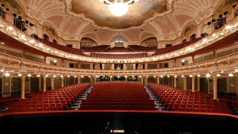V Hudebním divadle Karlín (na snímku) odehraje Opera ND 95 představení.