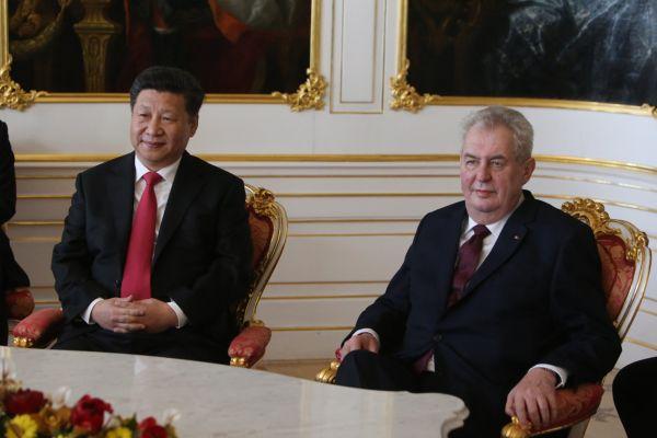 Čínský prezident Si Ťin-pching se na Pražském hradě setkal s Milošem Zemanem.