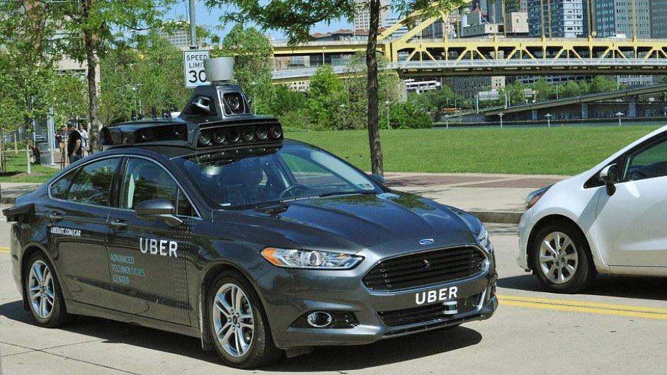 Hybridní prototyp na první pohled vypadá jako auto superhrdiny nebo tuningového nadšence.