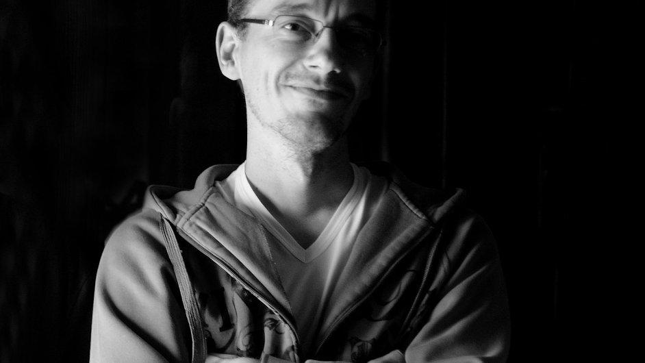 Michal Vajdička se narodil roku 1976 v Martině, je synem divadelního režiséra Ľubomíra Vajdičky.