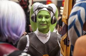 Prahou prošli fanoušci Star Wars. Z předaleké galaxie přiletěl mistr Yoda i Darth Maul