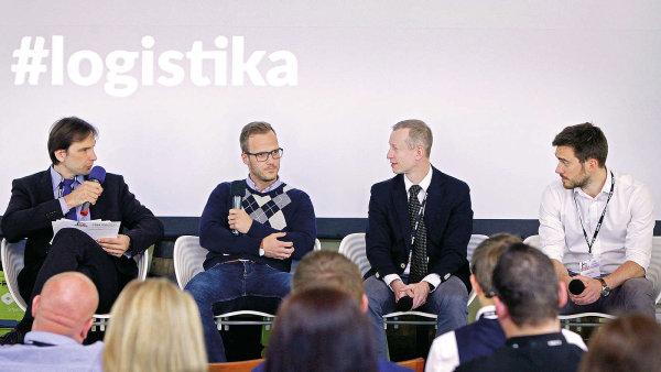 Debaty Náklady vs. efektivita u on-line prodejců potravin se zúčastnili (zleva) Libor Švadlenka, Jakub Šulta, Ondřej Tomeš a Ladislav Bárta.