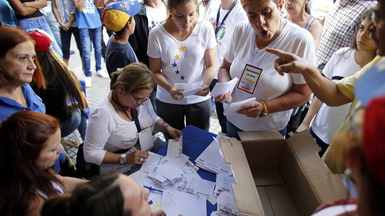 Plány venezuelské vlády odmítla v referendu drtivá většina voličů