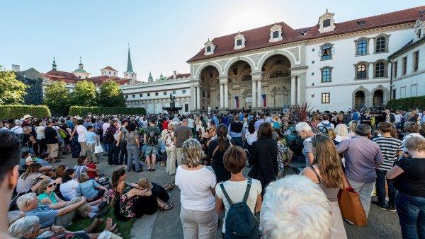 Tradici koncertů ve Valdštejnské zahradě orchestr FOK obnovil před třemi lety.