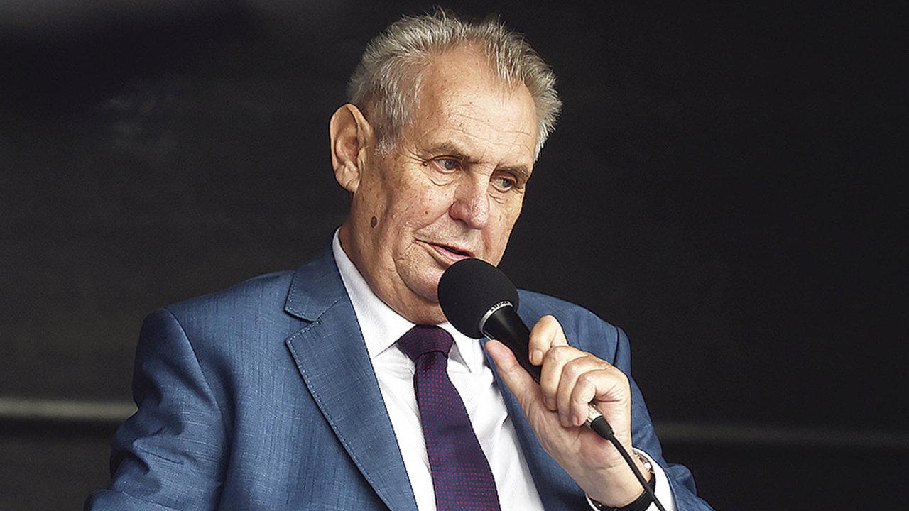 Prezident Miloš Zeman hovoří k obyvatelům Studénky na Novojičínsku, kterou navštívil 5. září při své cestě po Moravskoslezském kraji.