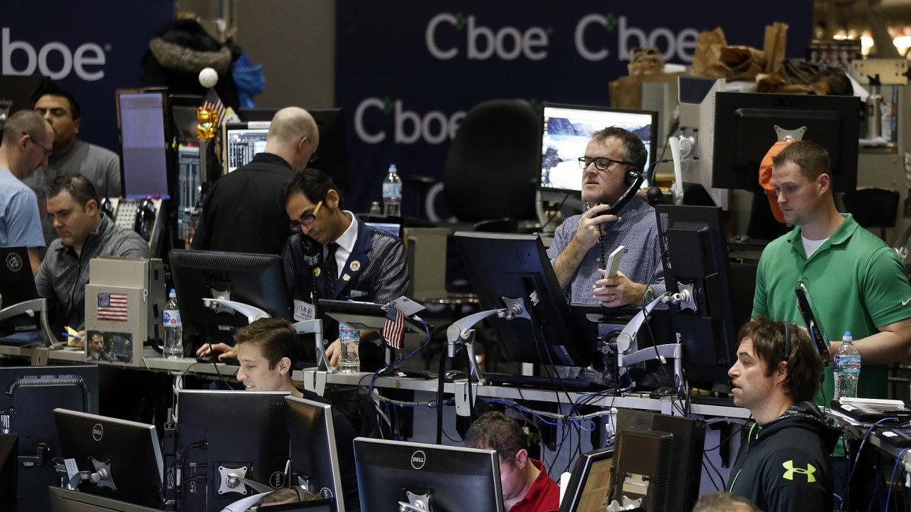 Bitcoinové futures se začaly obchodovat nejprve na burze CBOE.
