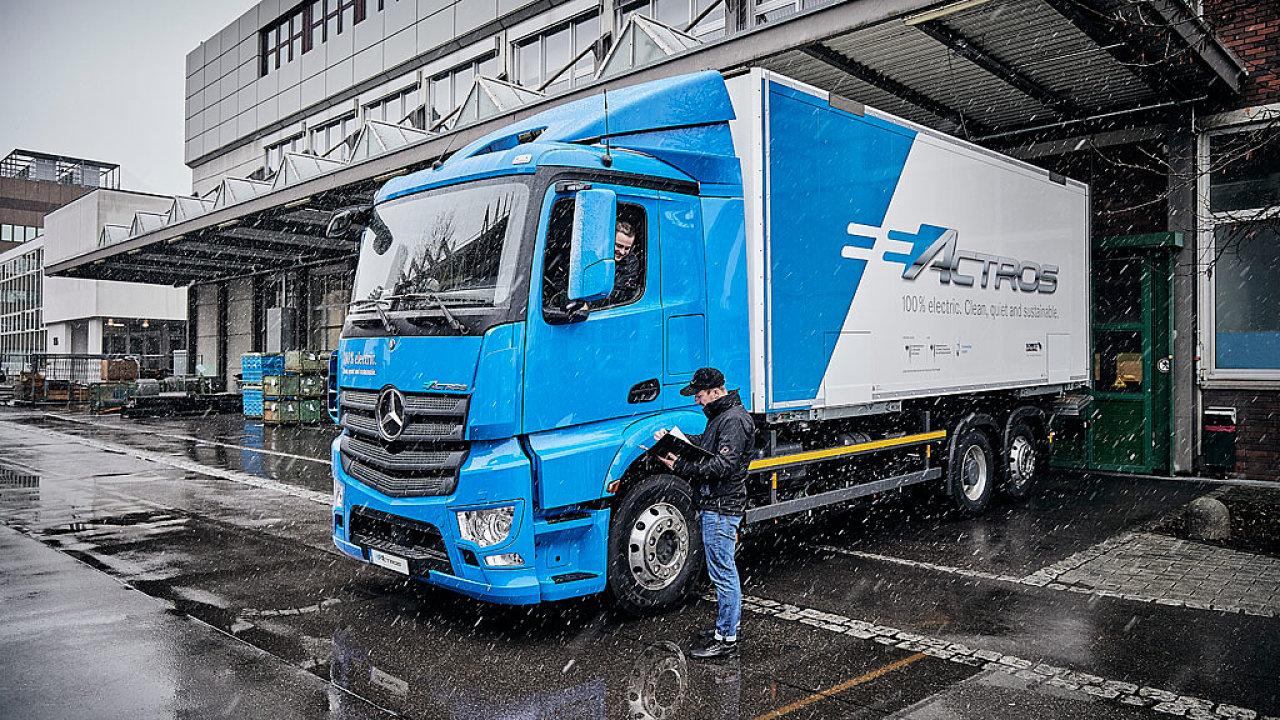 Daimler předá dopravcům k testování nákladní vůz na elektřinu eActros