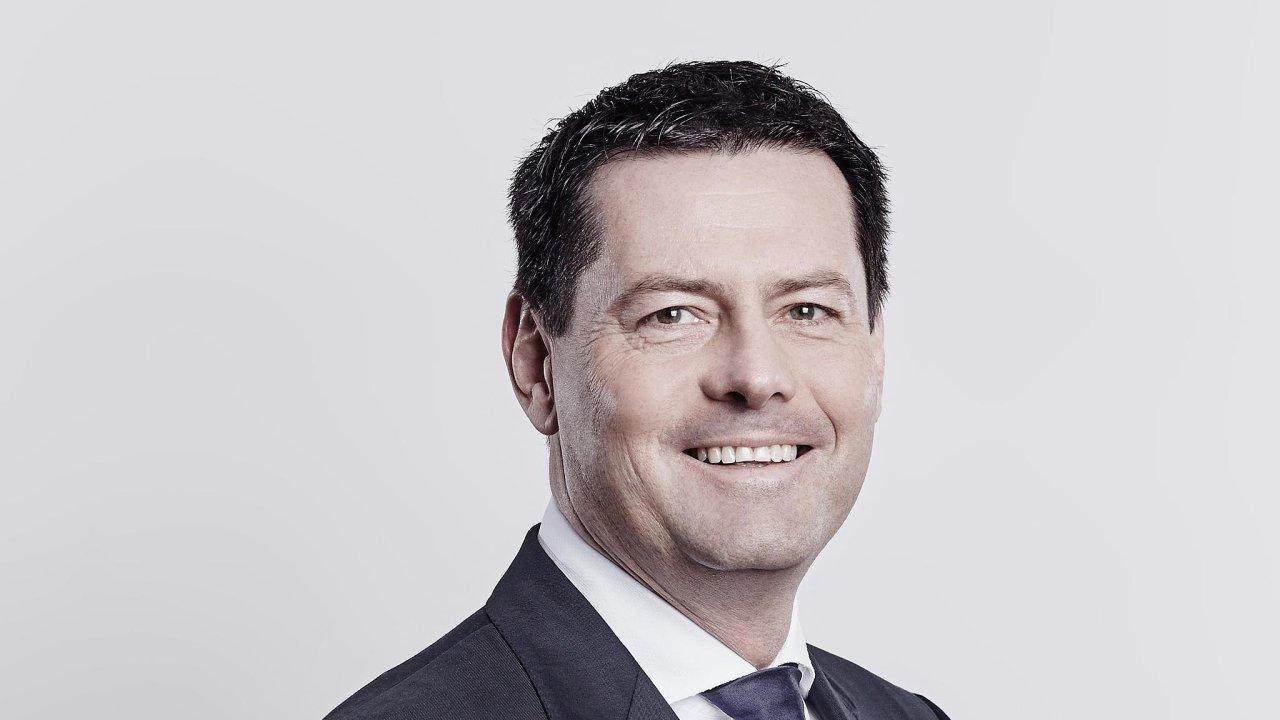 Stoprocentním vlastníkem sázkové aloterijní společnosti Sazka Group se stala skupina KKCG miliardáře Karla Komárka. P
