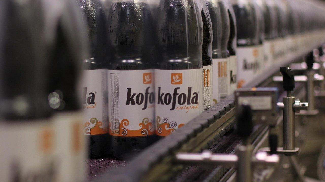 Většinovým akcionářem Kofoly je rodina Jannise Samarase, současného předsedy představenstva firmy.