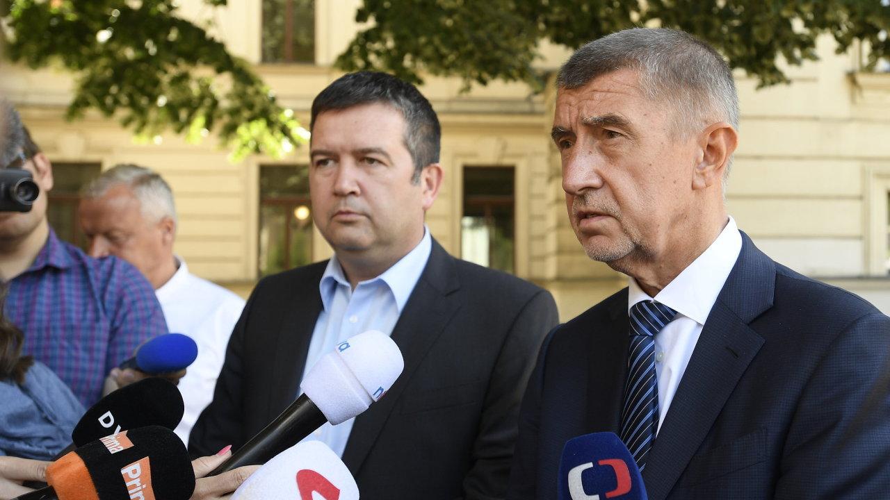 Premiér Andrej Babiš (ANO) a předseda koaliční ČSSD Jan Hamáček po společném jednání kvůli situaci kolem výměny ministra kultury, kterou požadují sociální demokraté.