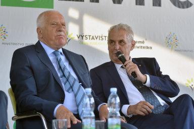 Zeman informaci pro vyznamenání pro Klause zmínil v odpovědi na dotaz posluchačky.