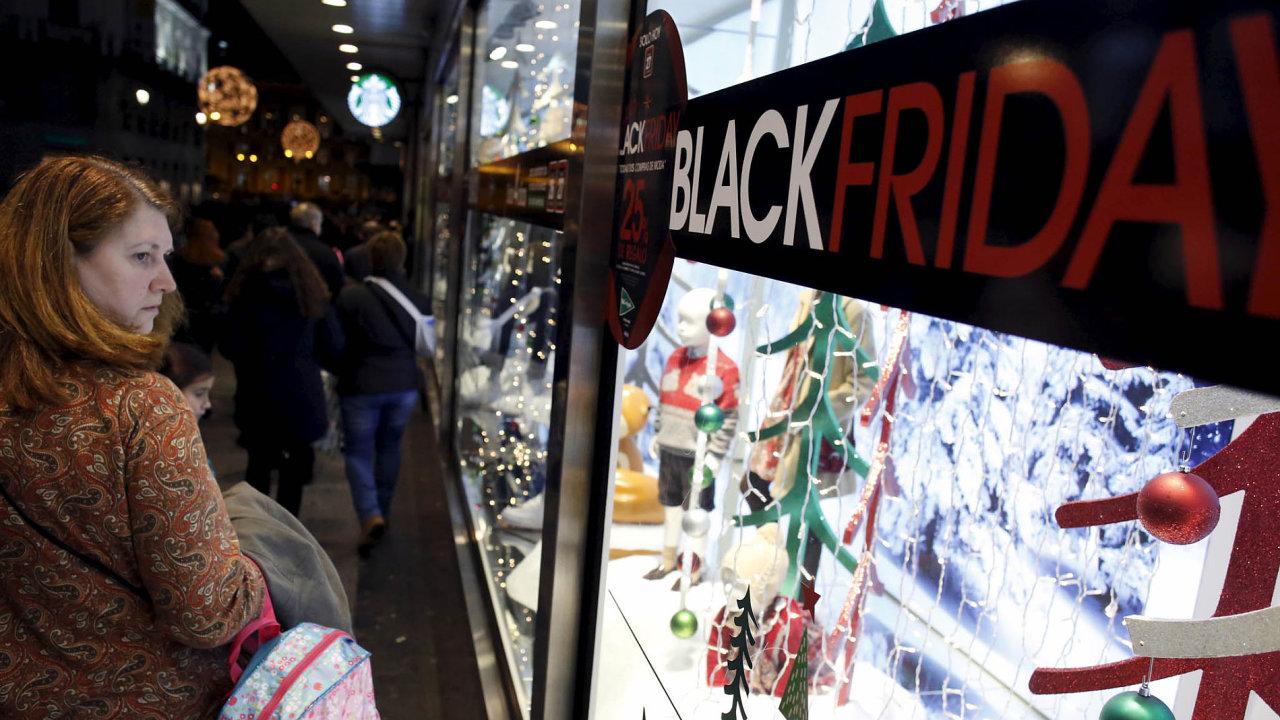 Tradice výprodejové akce Black Friday pochází z USA. Je to neformální název pro den nebo období, kdy se obchodníci snaží nalákat zákazníky na velmi nízké ceny.