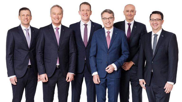 Management Dachseru: Zleva Alexander Tonn, Michael Schilling, Burkhard Eling, Bernhard Simon, Edoardo Podesta (COO Air & Sea Logistics) a Stefan Hohm.