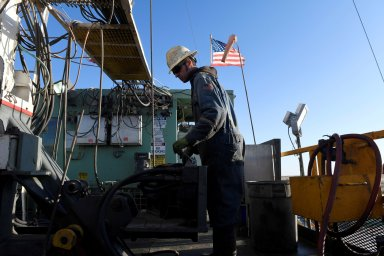 Cílem opatření takzvané skupiny OPEC+ je dosáhnout vyšších cen ropy.