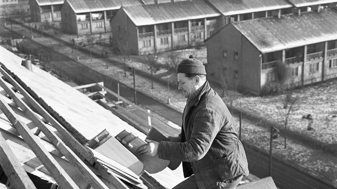 Takto vypadala družstevní výstavba ve svých zlatých časech. Pomohla by dnes? V roce 1959 bylo založeno Stavební bytové družstvo občanů v Praze 10 a začaly se stavět domy Solidarita.