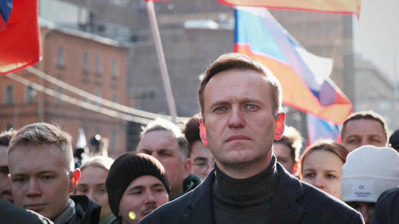 Vtěle předáka ruské opozice Alexeje Navalného laboratorní testy odhalily stopy pootravě. Konkrétní látka, která intoxikaci způsobila, zatím ale není známa.
