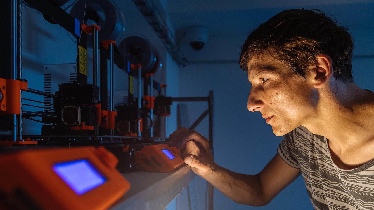 Pro firmy je 3D tisk do budoucna výhodný i proto, že si pak nemusí vytvářet na skladě velké zásoby, které jim blokují hotovost.
