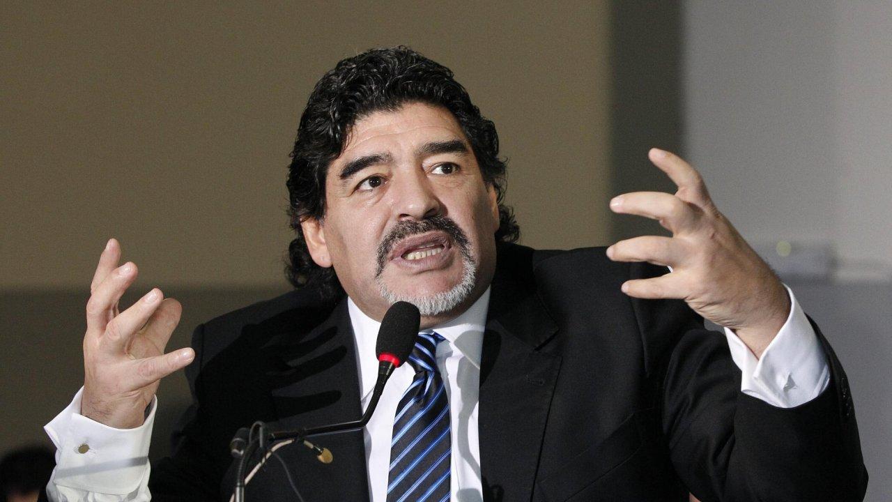 Maradona na tiskové konferenci v Neapoli
