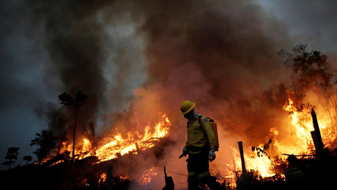 Oheň vAmazonii.Tropické pralesy vBrazílii zasáhly loni nejsilnější požáry zaposledních deset let.