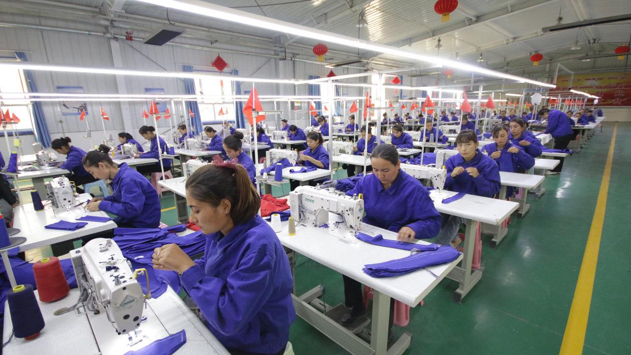ženy šití, továrna