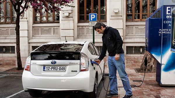 Prodej hybridů se letos téměř zdvojnásobil.
