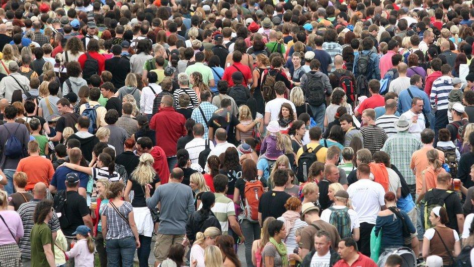 Počet obyvatel České republiky loni vzrostl téměř o 40 tisíc na 10 649 800 lidí.