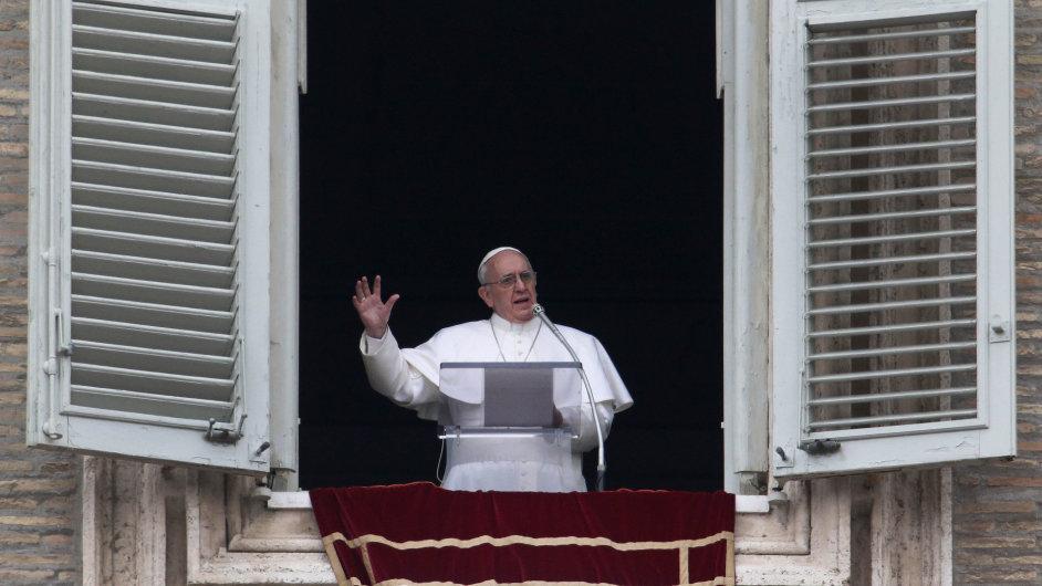 Nový papež František poprvé kázal z okna Apoštolského paláce.