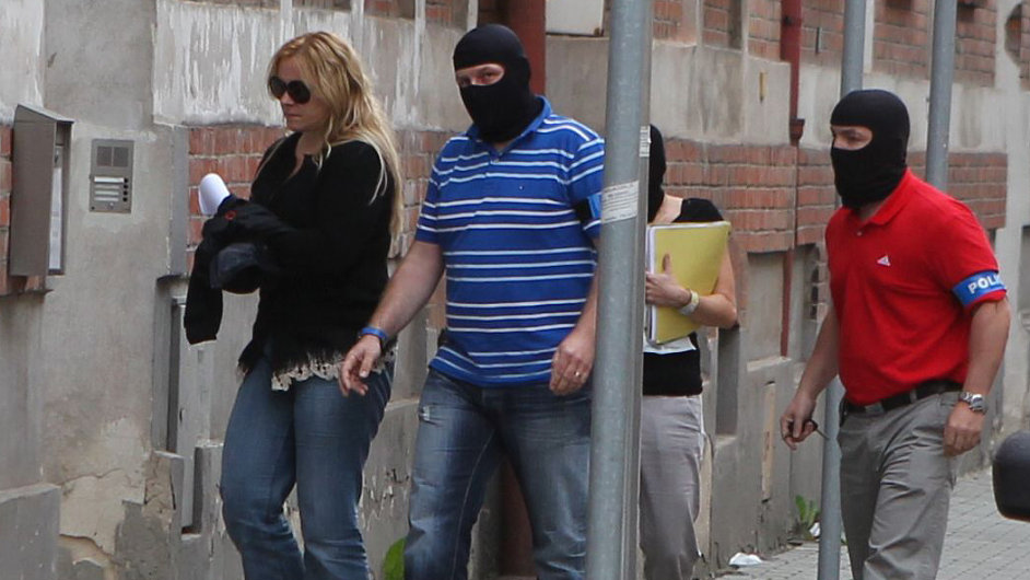 Policisté vedou Janu Nagyovou na ostravskou služebnu