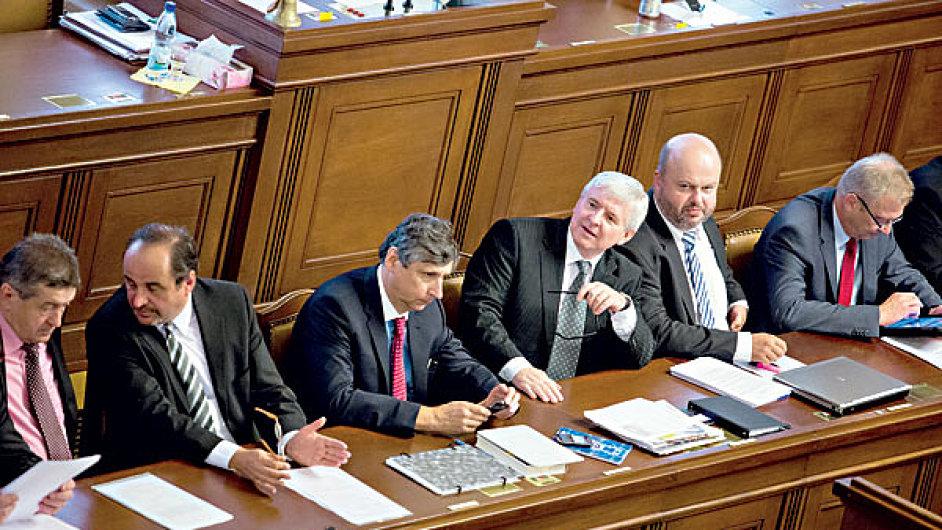 První kroky Rusnokovy vlády