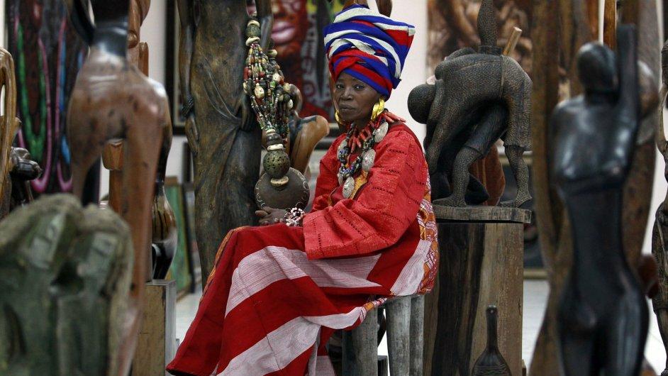 Nigerijská umělkyně a designérka Nike Davies-Okundaye ve své galerii v Lagosu