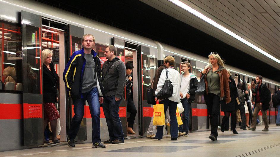 Na novém úseku trasy metra D se cestující budou moci svézt zřejmě od roku 2022.