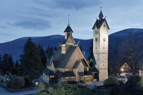 V Dolním Slezsku najdete jediný vikinský kostel v Polsku  i většinu lázní