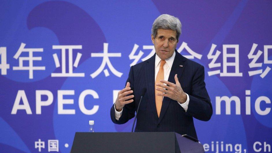 Šéf americké diplomacie John Kerry na summitu v Pekingu.