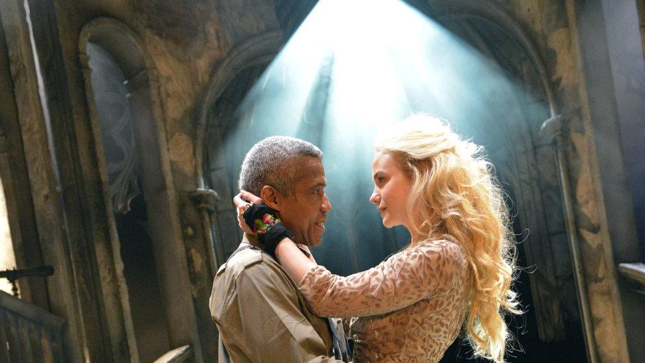 Přímý přenos Othella v českých kinech začne ve středu 26. srpna v 19.45 hodin.