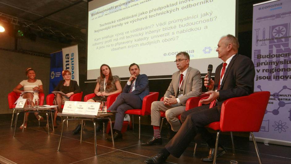 Účastníci čtvrteční konference Budoucností průmyslu v regionech jsou inovace se shodli, že je příliš mnoho studentů, ale firmy přitom mají problém najít kvalitní absolventy připravené na praxi.